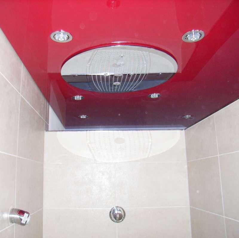 LAC Spanndecke mit eingebautem LED Spot und eingebauter Regendusche